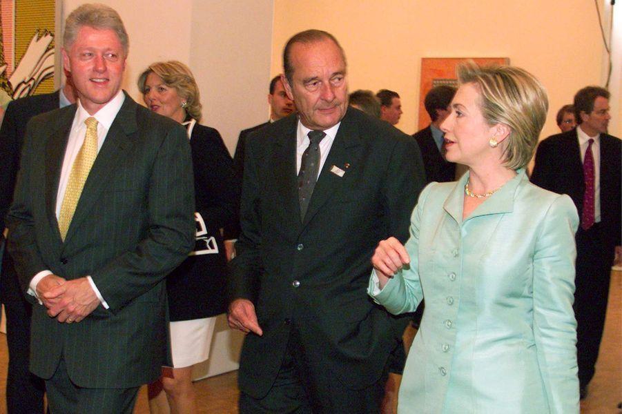 Bill et Hillary Clinton entourant Jacques Chirac à Cologne, en juin 1999.