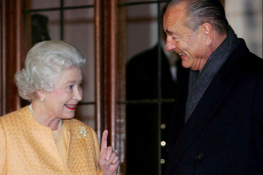 La reine Elizabeth II et Jacques Chirac au château de Windsor, en novembre 2004.
