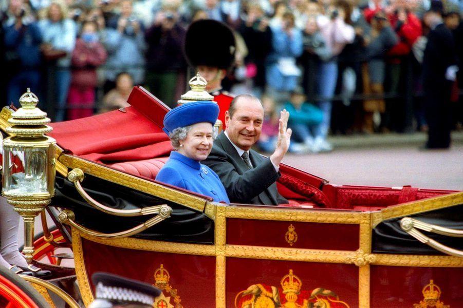 La reine Elizabeth II et Jacques Chirac à Londres, en mai 1996.