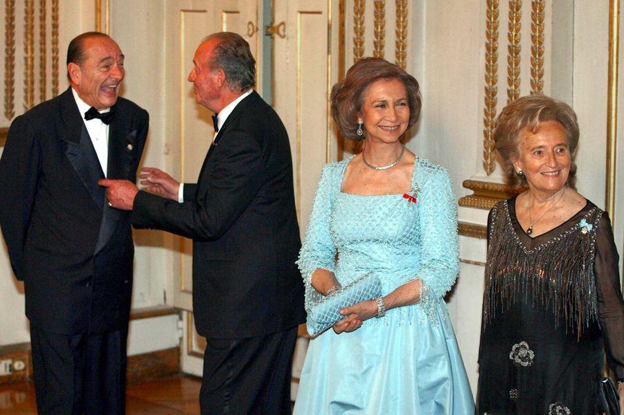 Le roi Juan Carlos d'Espagne et Jacques Chirac, avec la reine Sofia et Bernadette Chirac à l'Elysée, en mars 2006.