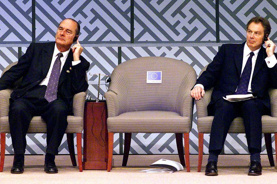 Jacques Chirac et le Premier ministre britannique Tony Blair à Séoul, en octobre 2000.
