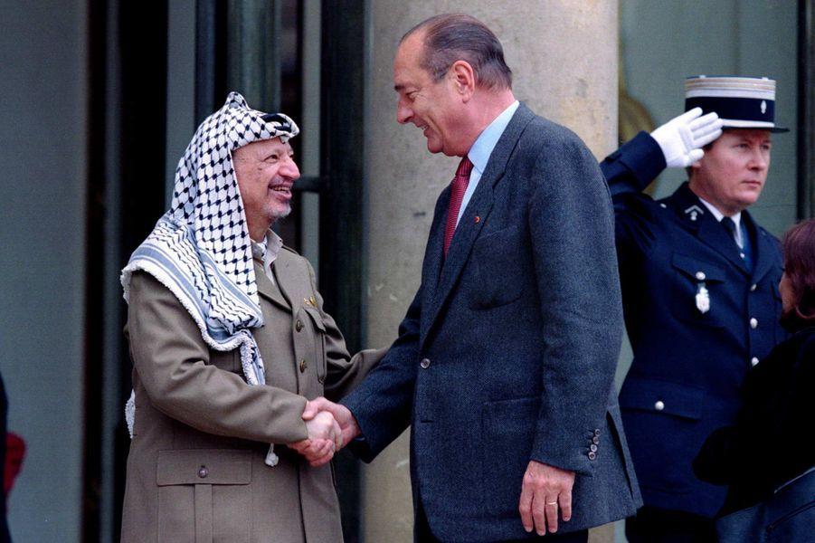 Jacques Chirac et le président de l'Autorité palestinienne Yasser Arafat à l'Elysée, en septembre 1995.