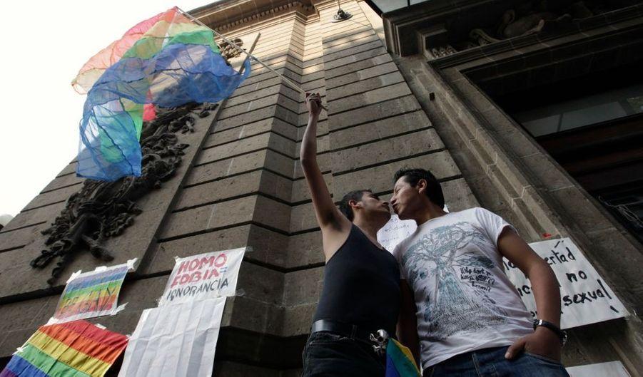 gay rencontres Yangon Comment voulez-vous commencer à fréquenter l'histoire du lycée
