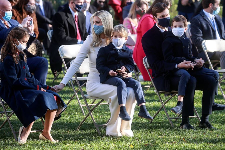 Ivanka Trump, Jared Kushner et leurs enfants Arabella, Joseph et Theodoreà la Maison-Blanche, le 24 novembre 2020.