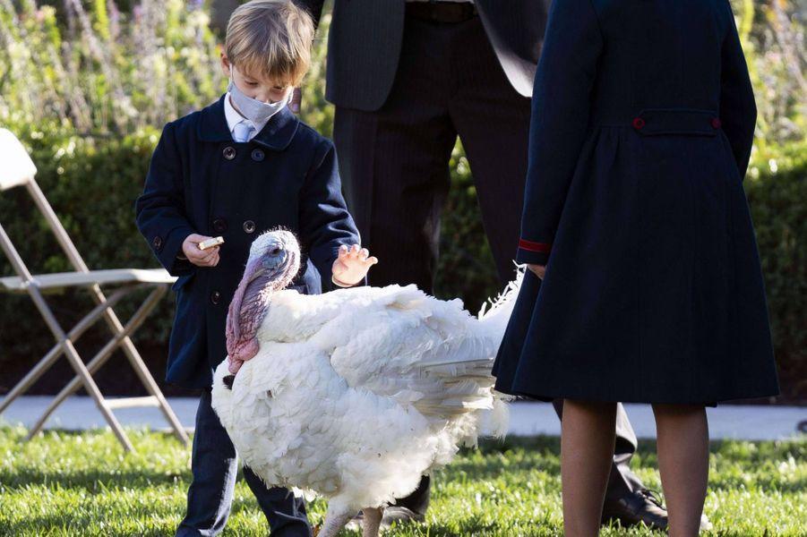 Theodore, le fils d'Ivanka Trump et Jared Kushner,à la Maison-Blanche, le 24 novembre 2020.