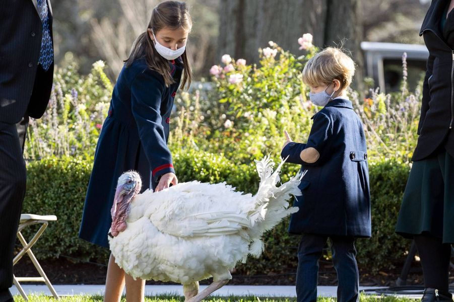 Arabella etTheodore, les enfants d'Ivanka Trump et Jared Kushner,à la Maison-Blanche, le 24 novembre 2020.
