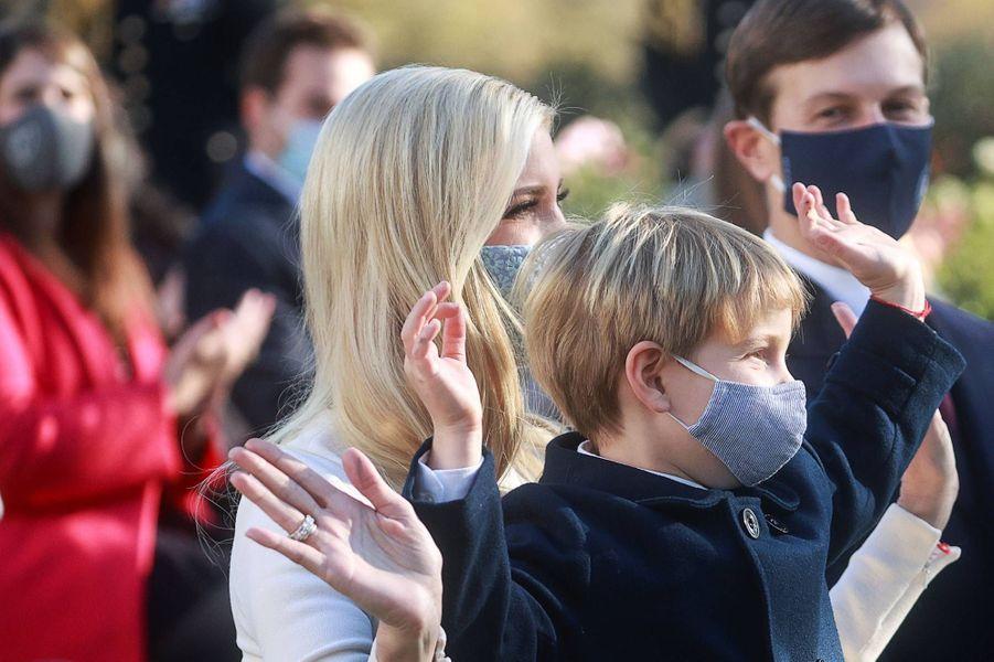 Ivanka Trump et son fils Theodoreà la Maison-Blanche, le 24 novembre 2020.