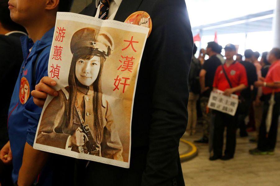 Le Parlement de Hong Kong a été le théâtre de nouvelles scènes de chaos, mercredi 19 octobre 2016.