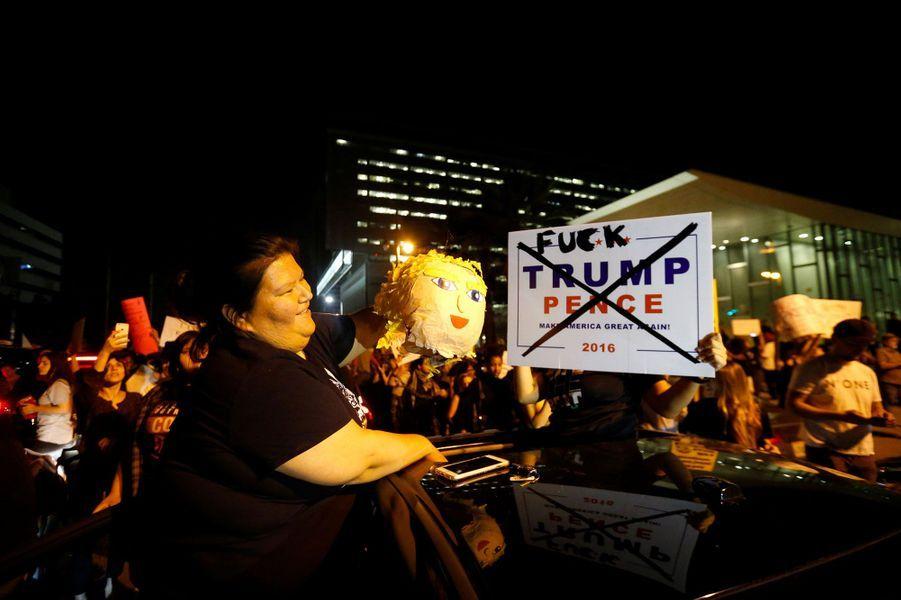 Des milliers d'Américains dans la rue contre Donald Trump
