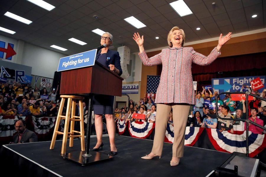 Des supporters tombent la chemise pour Hillary