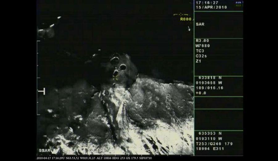 Une radio montrant les trois cratères formant le volcan.