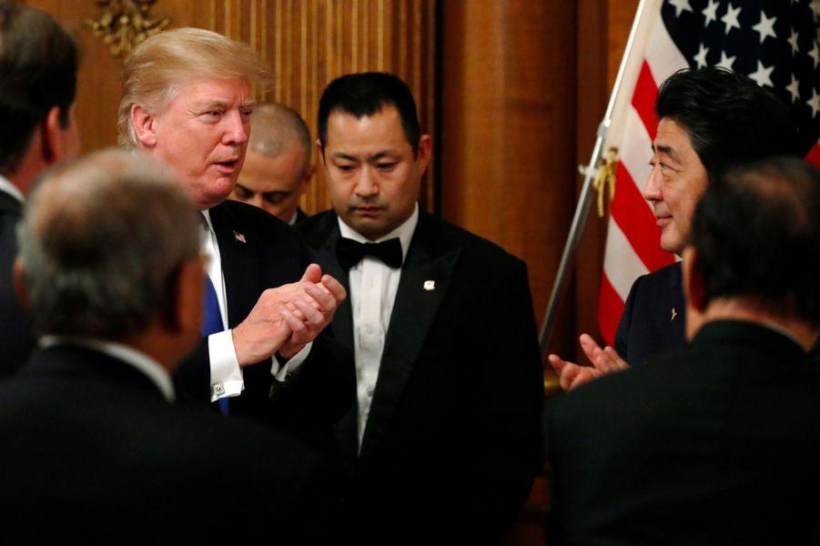 Donald Trump et Shinzo Abe lors du dîner d'Etat à Tokyo, le 6 novembre 2017.