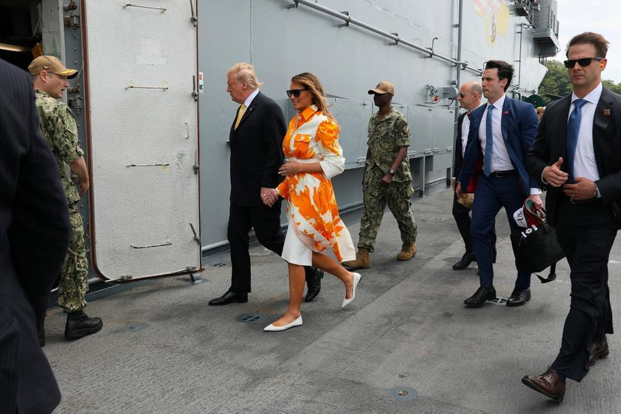 Donald et Melania Trump accueillis par Shinzo Abe sur la base navale de Yokosuka, le 28 mai 2019.