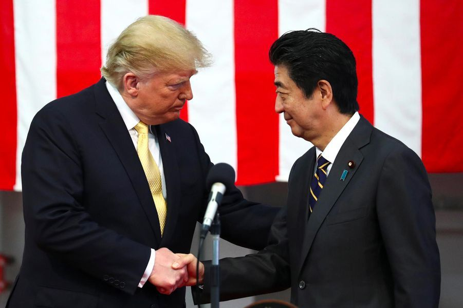 Donald Trump et Shinzo Abe sur la base navale de Yokosuka, le 28 mai 2019.