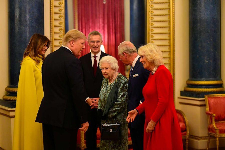 Donald et Melania Trump avec la reine Elizabeth II à Buckingham Palace, le 3 décembre 2019.
