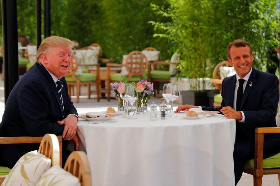 Donald Trump déjeune avec Emmanuel Macron, samedi à la mi-journée.