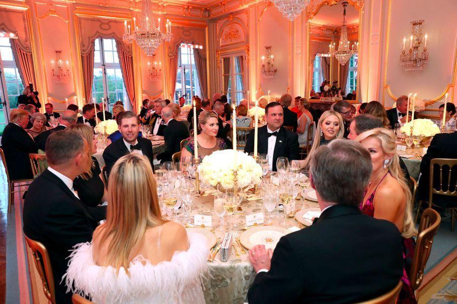 Eric Trump (à gauche) et Tiffany Trump (à droite), mardi soir à Winfield House.