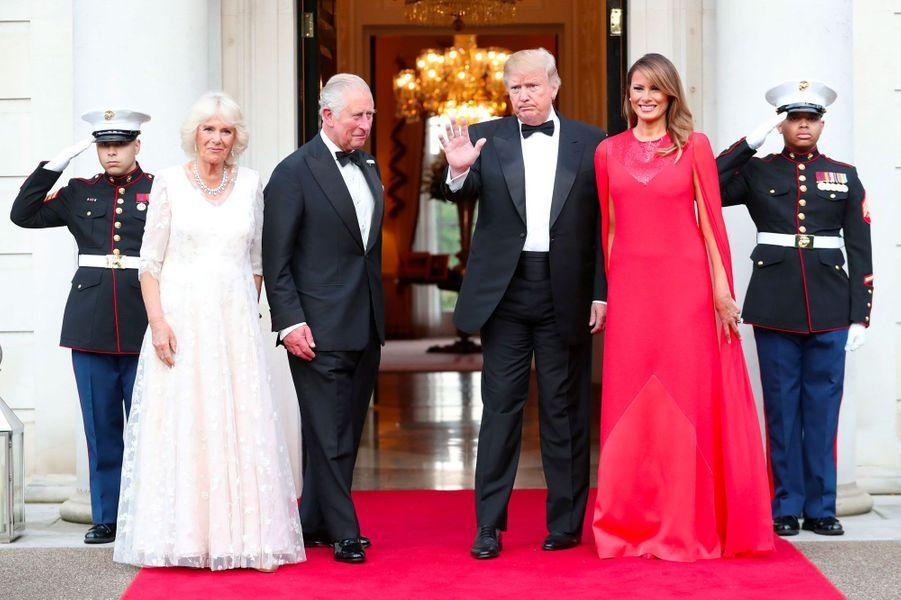 Le prince Charles et Camilla avec Donald et Melania Trump mardi soir à Winfield House.