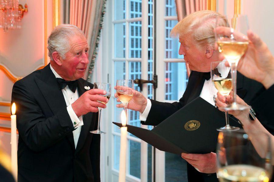 Le prince Charles et Donald Trump mardi soir à Winfield House.