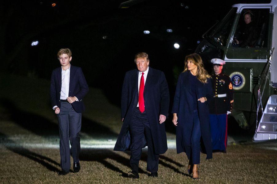 Barron, Donald et Melania Trump de retour à la Maison-Blanche, le 3 février 2019.