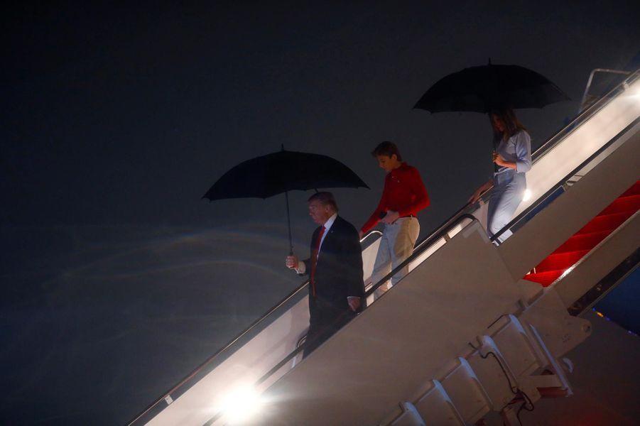 Barron, Donald et Melania Trump à leur arrivée en Floride, le 1er février 2019.