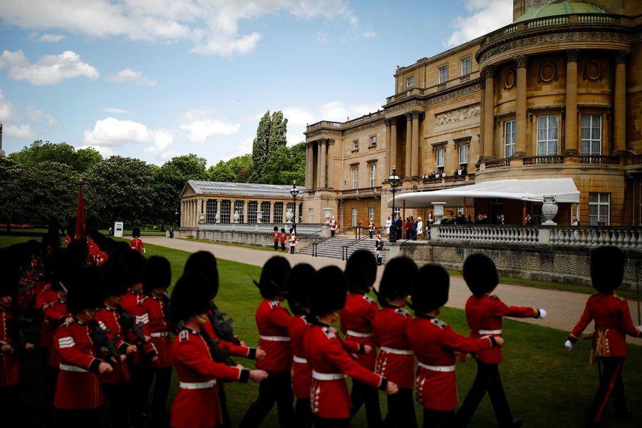 Donald et Melania Trump accueillis à Buckingham Palace par la reine Elizabeth II, le prince Charles et Camilla, le 3 juin 2019.