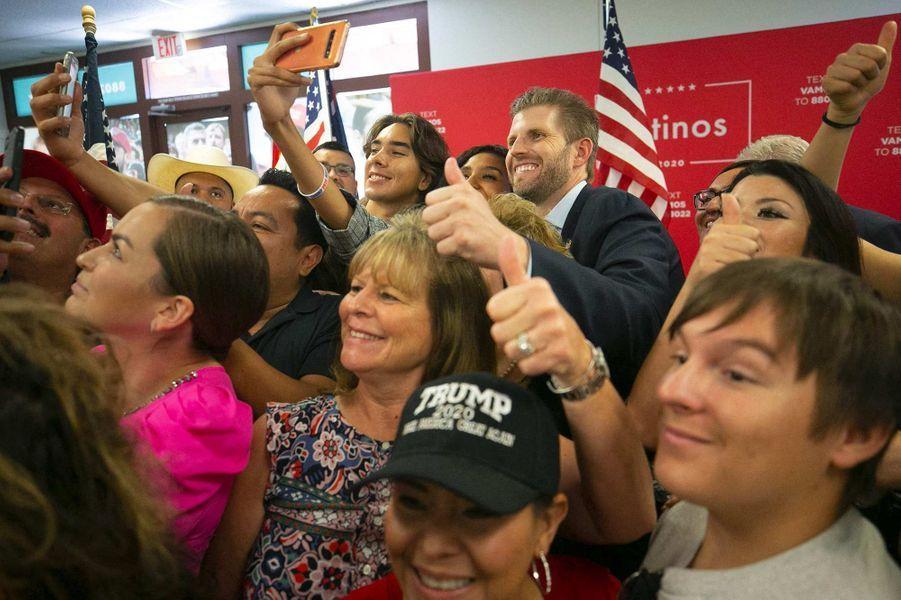Des partisans de Donald Trump lors d'un événement de campagne avec Eric Trump à Phoenix, dans l'Arizona, le 23 septembre 2020.