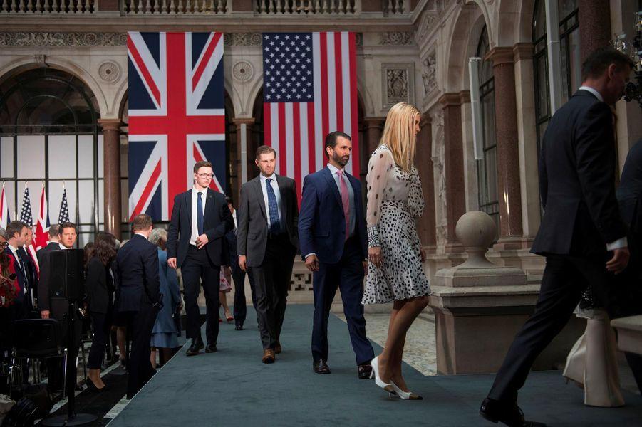 Donald Jr, Ivanka et Eric Trump après une conférence de presse de Donald Trump auBureau des Affaires étrangères et du Commonwealth, le 4 juin 2019.