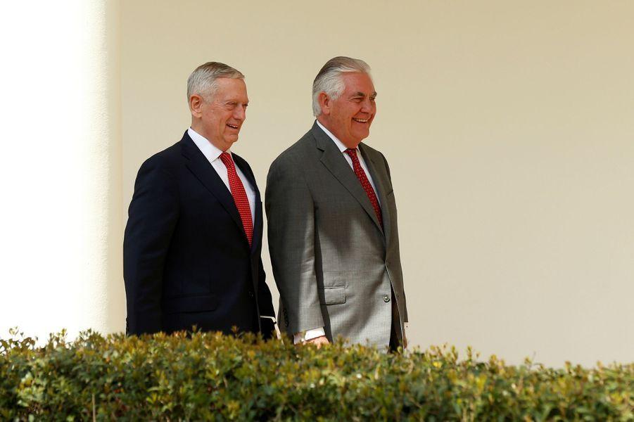 Le secrétaire à la Défense James Mattis et le secrétaire d'Etat Rex Tillersonà la Maison Blanche, le 3 avril 2017.