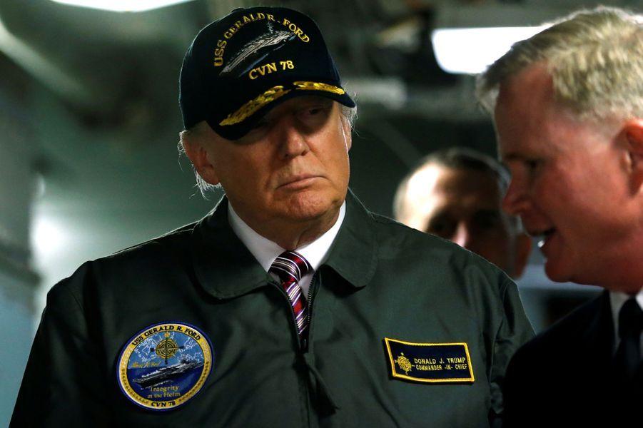 Le président américain Donald Trump à bord du porte-avions Gerald Ford, le 2 mars 2017.