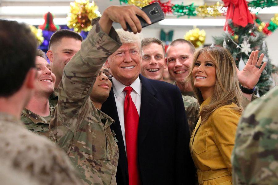 Premier déplacement avec Melania Trump pour rencontrer les troupes américaines déployées en Afghanistan, près de deux ans après son arrivée au pouvoir, le 26 décembre 2018.A voir :Donald et Melania Trump en visite surprise en Irak