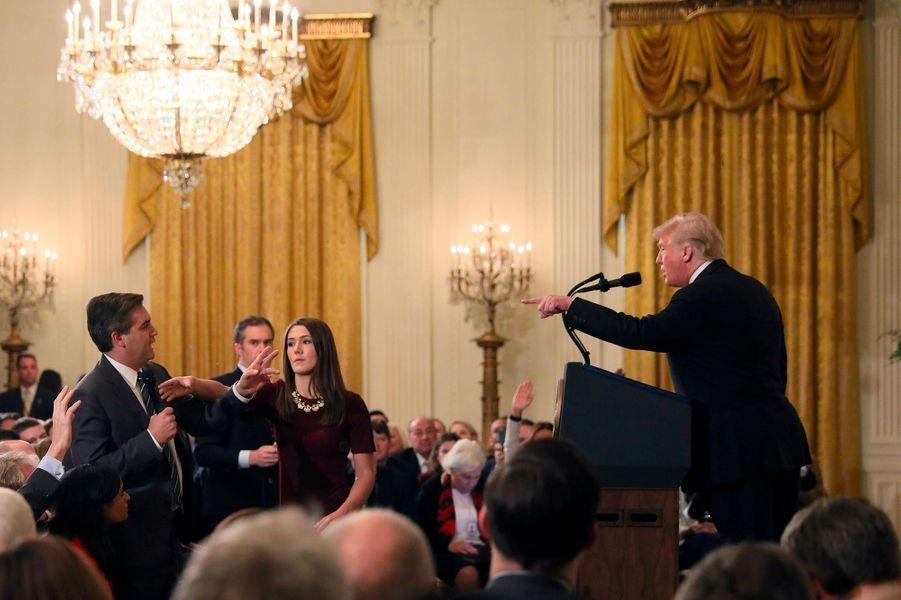 Avec la presse, des relations tendues, comme l'a montré cet échange avec le journaliste de CNN Jim Acosta, le 7 novembre 2018.A lire : Nouvel échange tendu entre Donald Trump et un journaliste de CNN