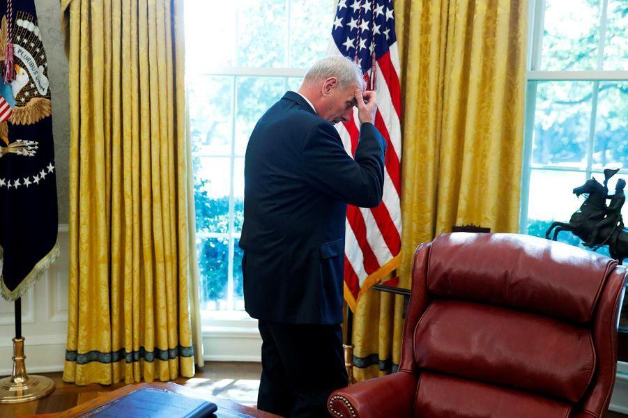 """Parmi les importants remaniements, celui au poste de «chief of staff». Aucun, pas même John Kelly ici le 20 octobre 2017, n'a réussi à tenir.A lire :Qui pour remplacer John Kelly, le """"chief of staff"""" de Donald Trump?"""