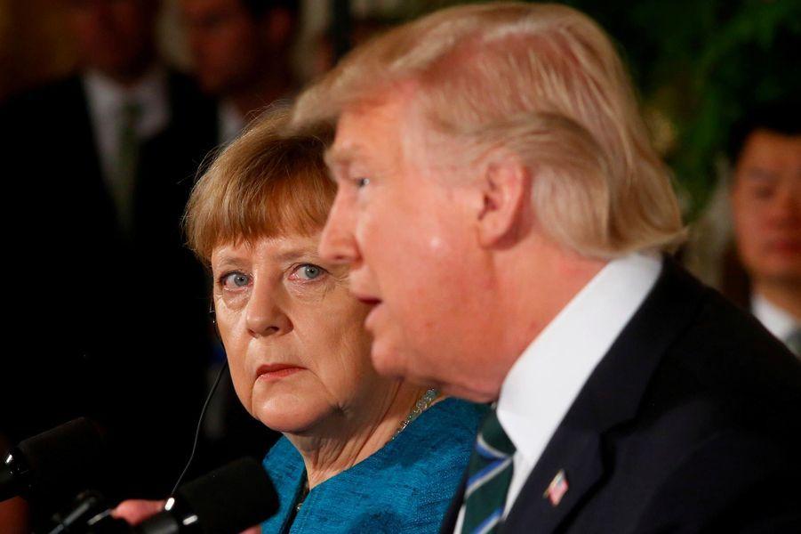 Rencontre avec Angela Merkel le 17 mars 2017, mais les relations entre le président américain et la chancelière allemande sont bien plus fraîches qu'avec son prédécesseur.A lire :Au G7, Donald Trump aurait jeté une poignée de bonbons à Angela Merkel