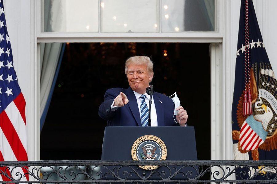 Le président américain Donald Trump s'est adressé à ses supporters au balcon de la Maison Blanche.