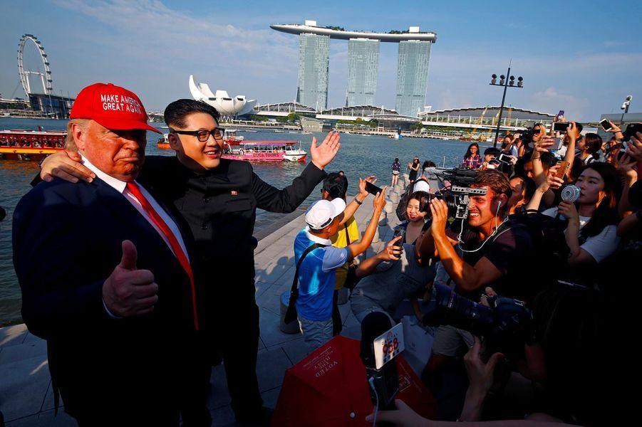 Les sosies de Donald Trump et Kim Jong-un à Singapour, le 8 juin 2018.