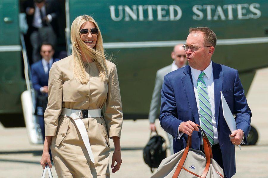 Ivanka Trump et Mick Mulvaney avant d'embarquer à bord d'Air Force One, le 26 juin 2019.
