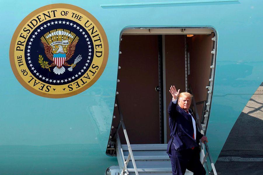 Donald Trump embarquant à bord d'Air Force One, le 26 juin 2019.