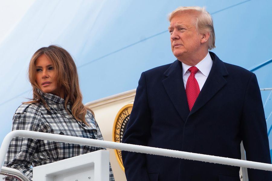 Melania etDonald Trump embarquant à bord d'Air Force One, le 9 novembre 2018.