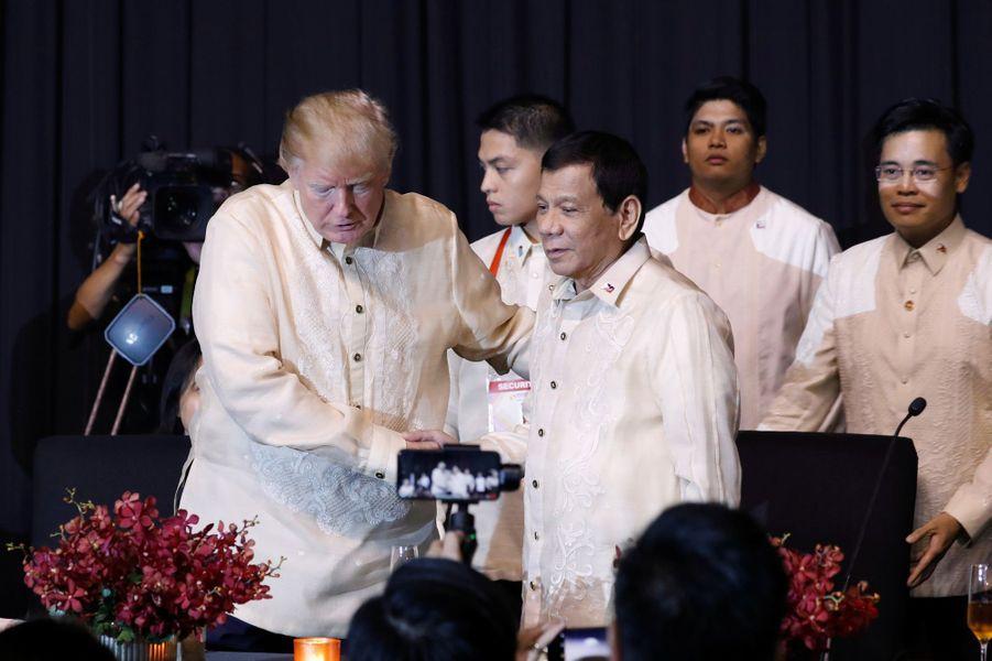 Donald Trump et Rodrigo Duterte à Manille, le 12 novembre 2017.