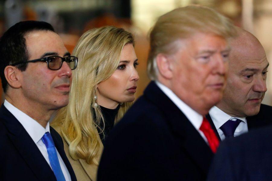 Le secrétaire au Trésor Steven Mnuchin, Donald et Ivanka Trump en Pennsylvanie, le 18 janvier 2018.