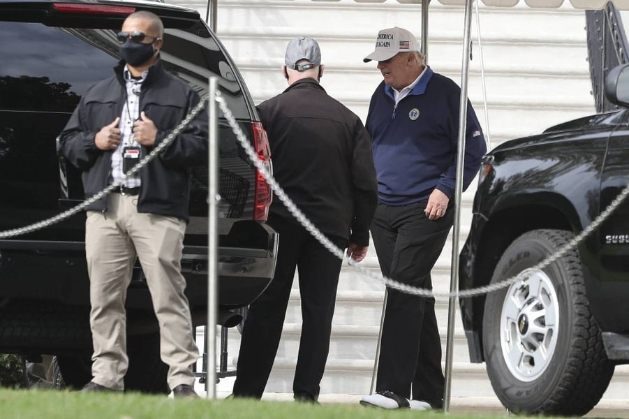 Donald Trump quittant la Maison-Blanche pour se rendre au Trump National Golf Club de Sterling, en Virginie, le 22 novembre 2020.