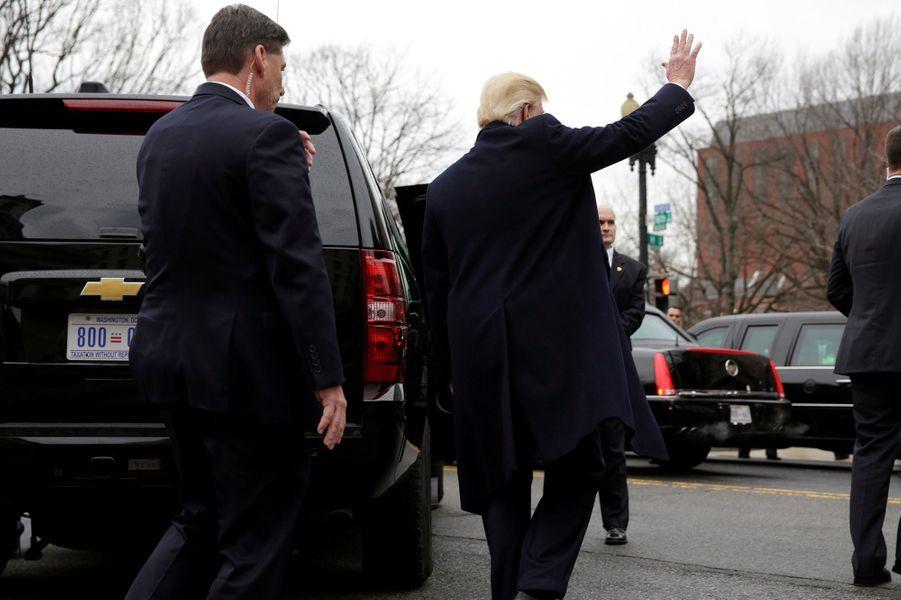 Donald Trump quittant l'égliseépiscopalienne Saint John, le 20 janvier 2017.