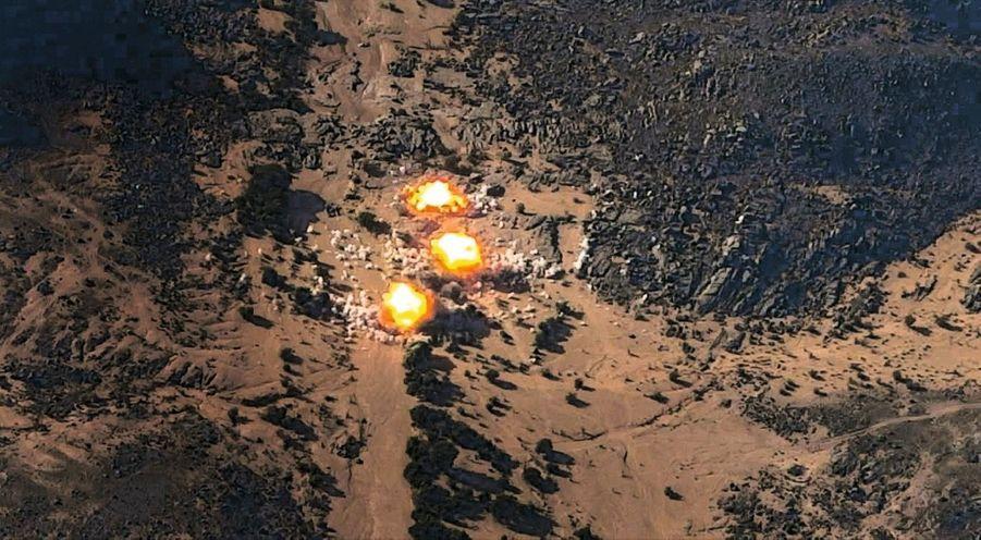 Guidé par le drone, le Mirage 2000 D lâche trois bombes.AVERTISSEMENT. La qualité des photographies tirées des capteurs du drone Reaper et publiées dans ce sujet a été volontairement dégradée par sécurité et ne reflète pas leur qualité réelle.