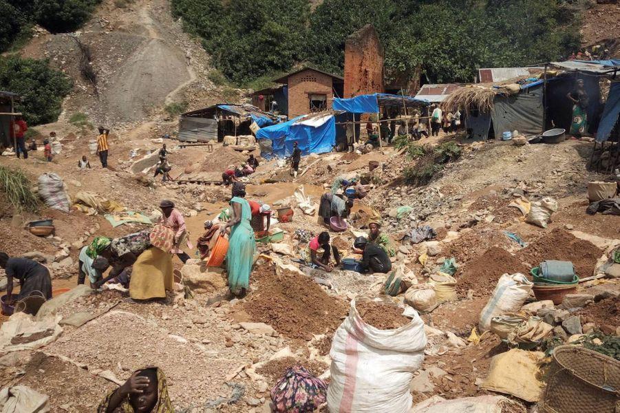 Dans la mine d'or artisanale de Kamituga, en République démocratique du Congo, en mai 2019.