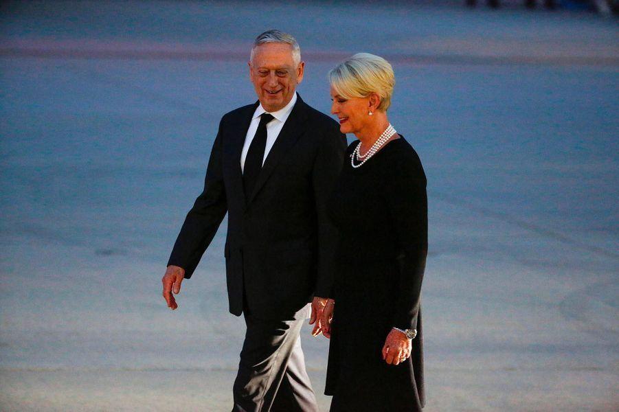 Cindy McCain, la veuve de John McCain, avec le secrétaire à la Défense James Mattis, le 30 août 2018.