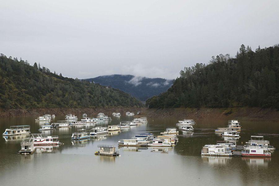 Plus de 188 000 personnes ont été évacuées autour du barrage d'Oroville, en Californie.