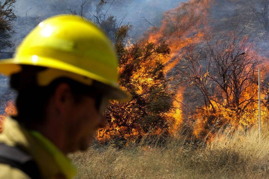 L'Apple Fire ravage l'est de Los Angeles.
