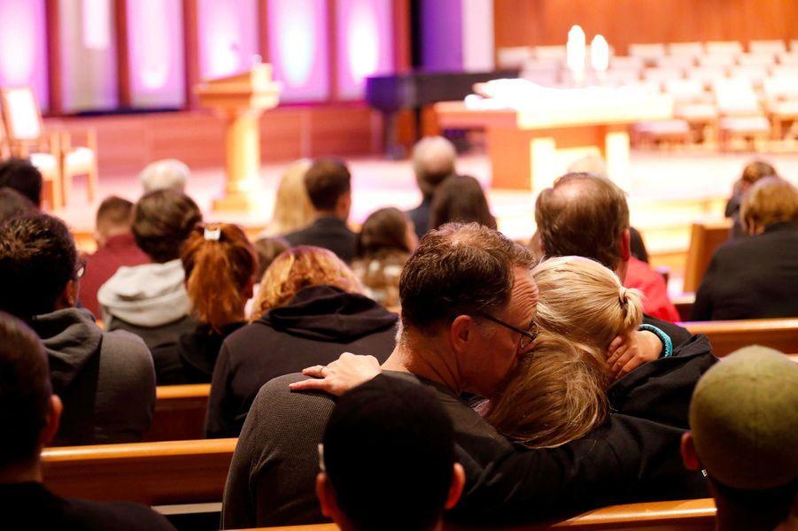 Une femme a été tuée et trois personnes blessées dans une synagogue de Poway, en Californie, le 27 avril 2019.
