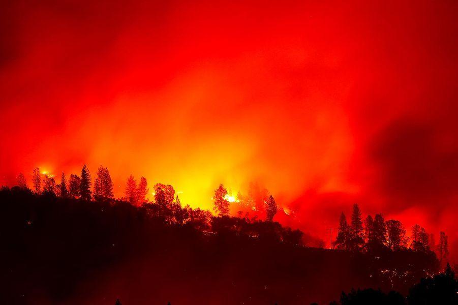 «Camp Fire» brûlant sur les collines d'Oroville, le 11 novembre 2018.